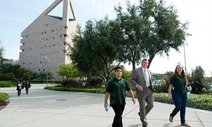 Chancellor White visits Cal Poly Pomona in 2013.