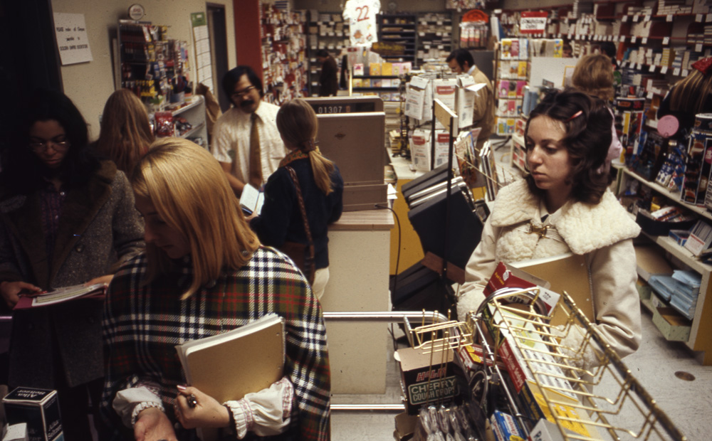 1973 Students shop for textbooks in the CSUB bookstore.