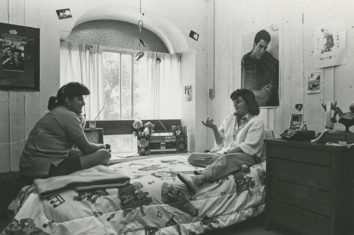 Students in the Sierra Madre Dorm in 1986. (courtesy of our Kennedy Library archives)
